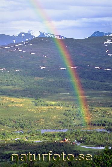 Regnbåge över fjällstuga, rovvidievva kamajåkka gamaeatnu lappland